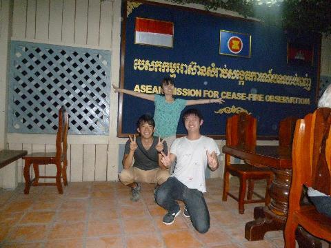 タイカンボジア紛争地帯にて。GraSPPの友人が来てくれてプレアビヒアを再訪問したときの一枚